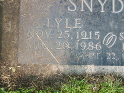 Lyle G Snyder