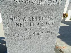 Julia <i>Savoie</i> Bruce