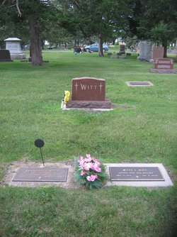 Bette Lou <i>Moore</i> Witt