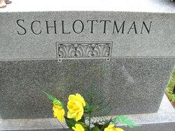 Helen M <i>Munson</i> Schlottman