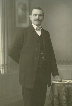 Johannes M John Mueth