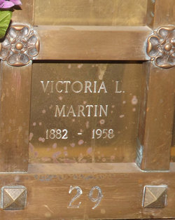 Victoria <i>Lindstrom</i> Martin