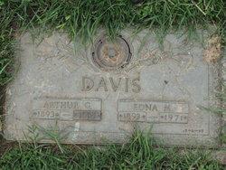 Edna M Davis