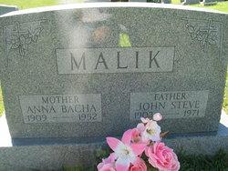 Anna <i>Bacha</i> Malik