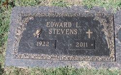 Edward Lavell Steve Stevens
