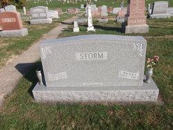 Della <i>Fankboner</i> Storm