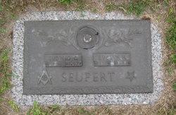 Evelyn Agnes <i>Schreiner</i> Seufert