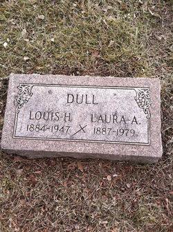 Laura Dull
