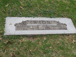 Mildred P <i>Schultz</i> Wion