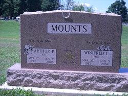 Winifred L <i>Deavin</i> Mounts