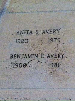 Anita S Avery